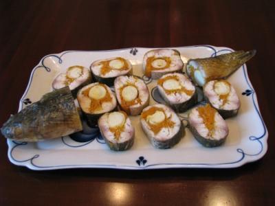 Рыба, фаршированная перепелиными яйцами и морковью