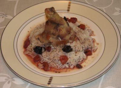 Курица с сухофруктами и вином