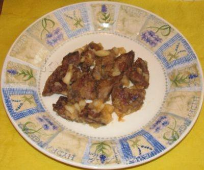 Куриная печень с кусочками яблока