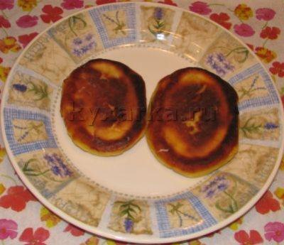 Сырники с яблоками и изюмом