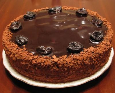 Шоколадно-медовый торт с черносливом