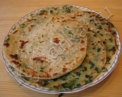 Китайские слоеные лепешки с зеленым луком