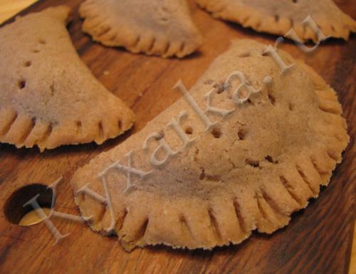 Ржаные пирожки с солеными грибами