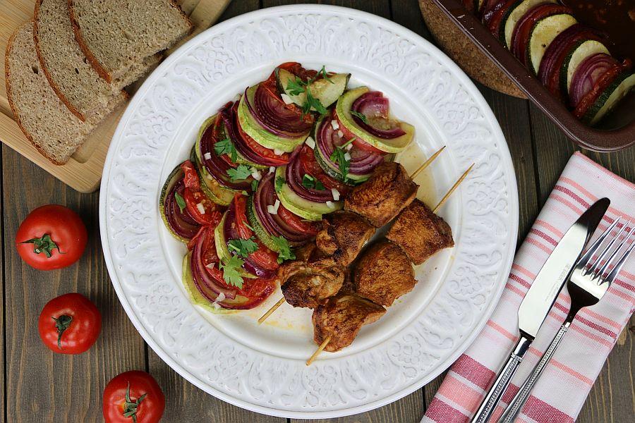 Шашлычки из курицы с овощами